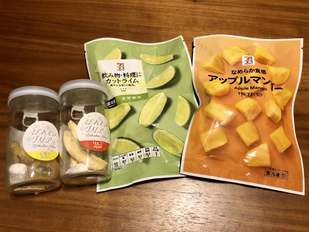 日本酒カクテルの素・ぽんしゅグリアとカットライムとカットマンゴー