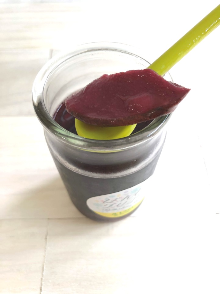 赤ワインに染まった洋梨