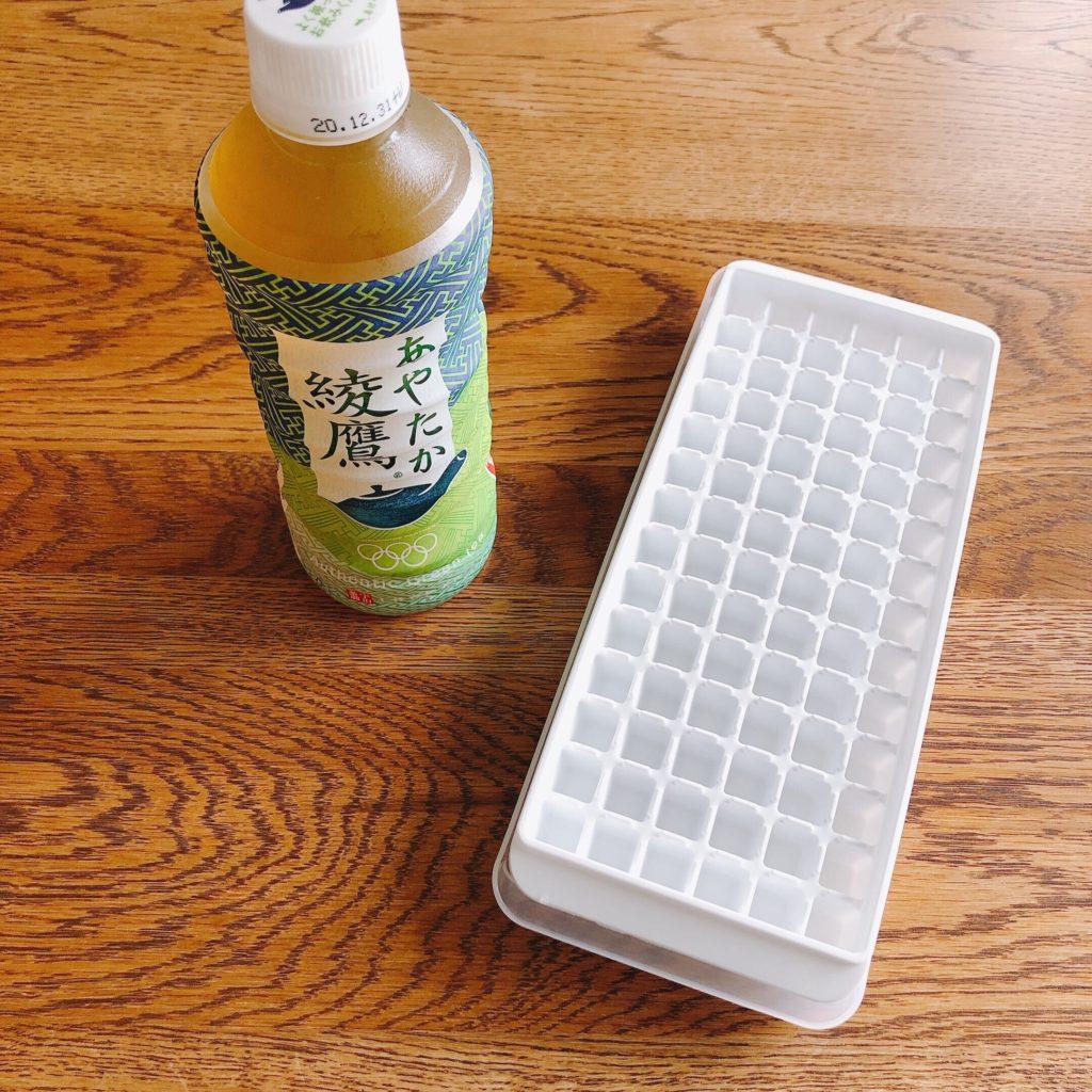 ペットボトル緑茶と製氷器